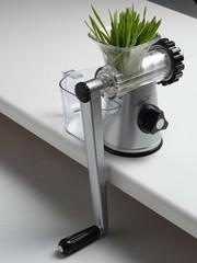 Соковыжималка ручная шнековая Lexen Healthy Juicer GP27 (серебряная)