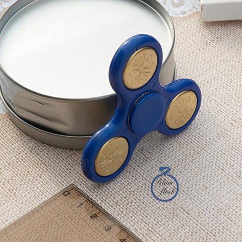 Спиннер классический из пластика с литыми утяжелителями голубого цвета 17004P_blue