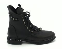 Кожаные черные ботинки на шнуровке с декоративным элементом