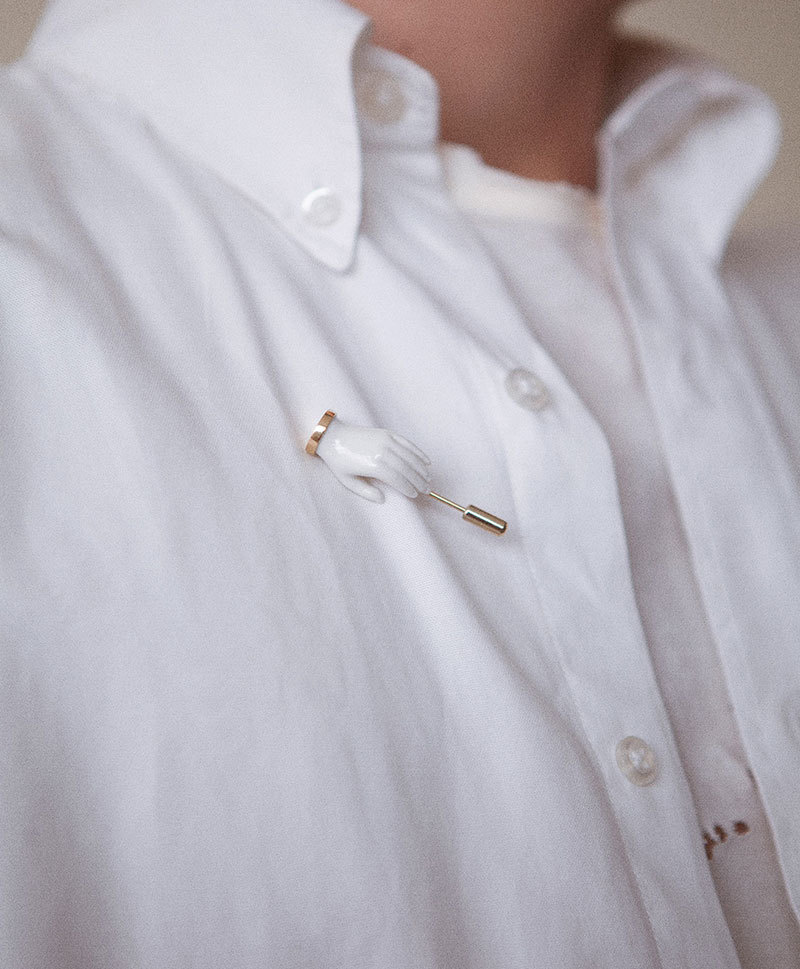 Брошь Little Hand pin White