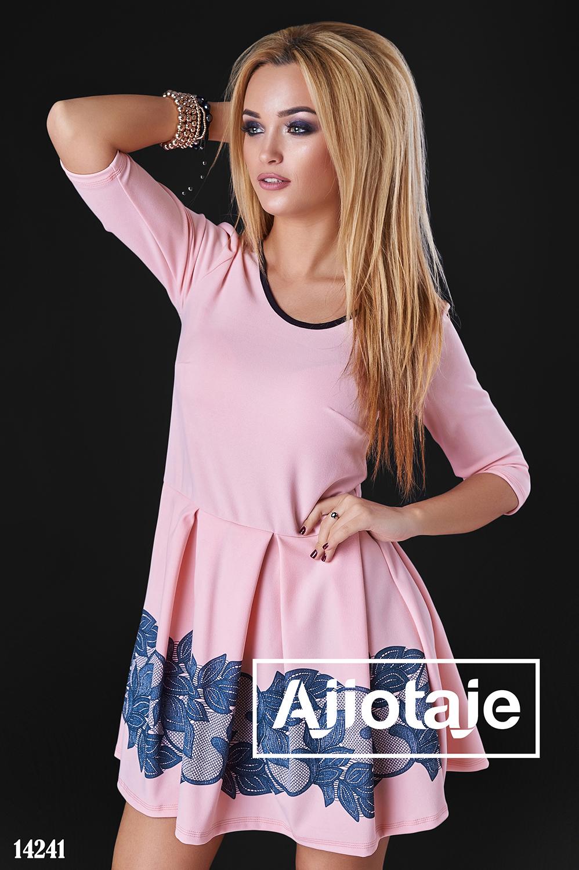 Платье в персикового цвета с юбочкой в складку