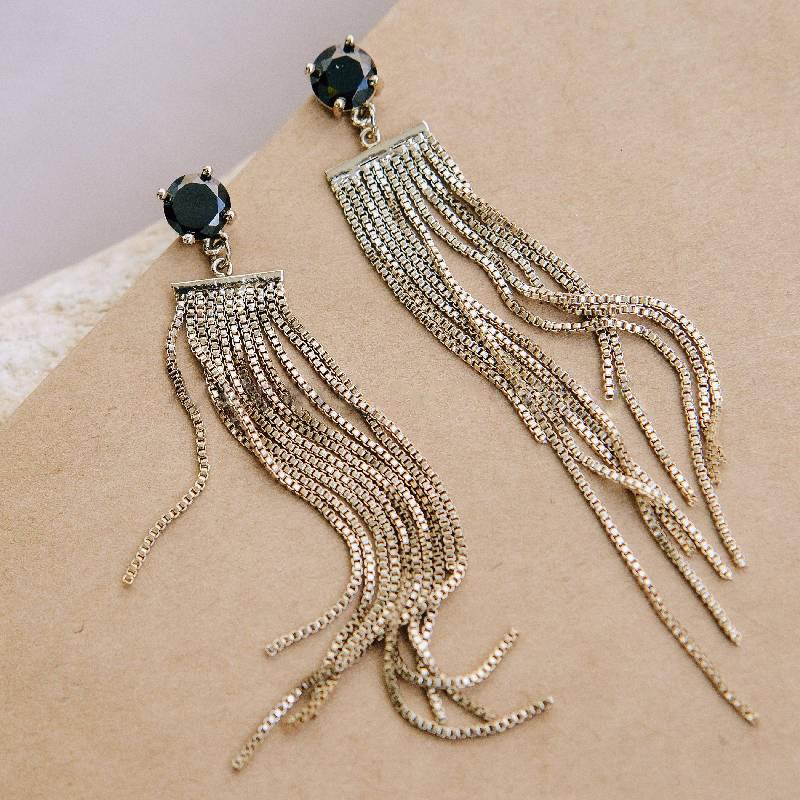 Серьги с цепочками-подвесками и черным камнем