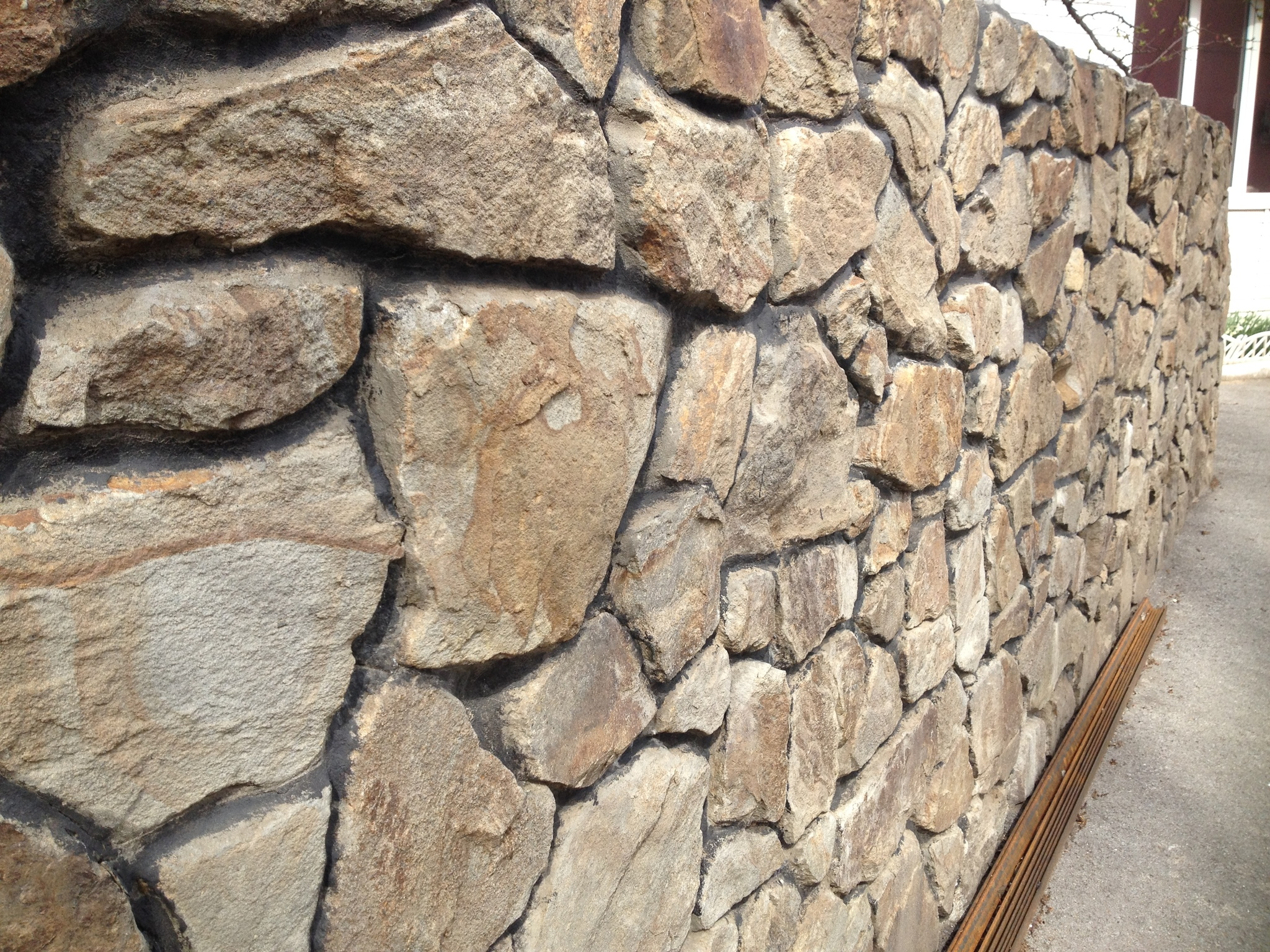 Бутовый камень ландшафтный Орех стена