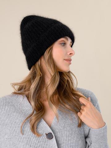 Женская шапка черного цвета из ангоры - фото 4