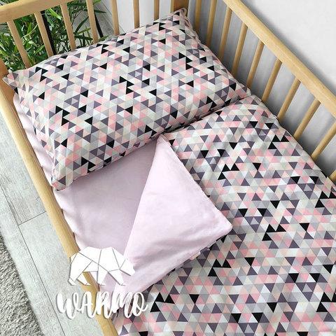 Дитяча постіль з геометричним малюнком фото