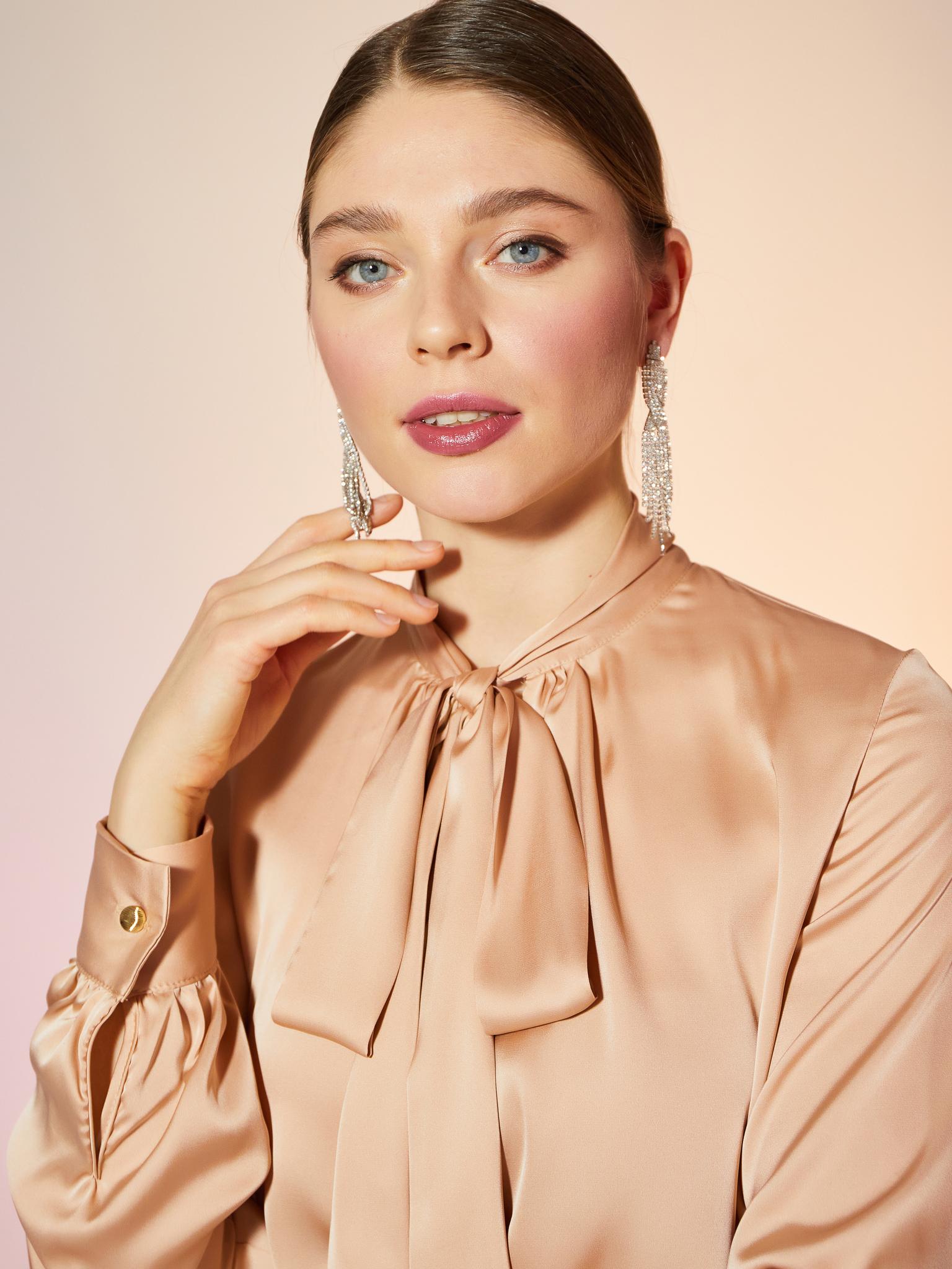 Блуза шелковая однотонная с бантом (песочный)