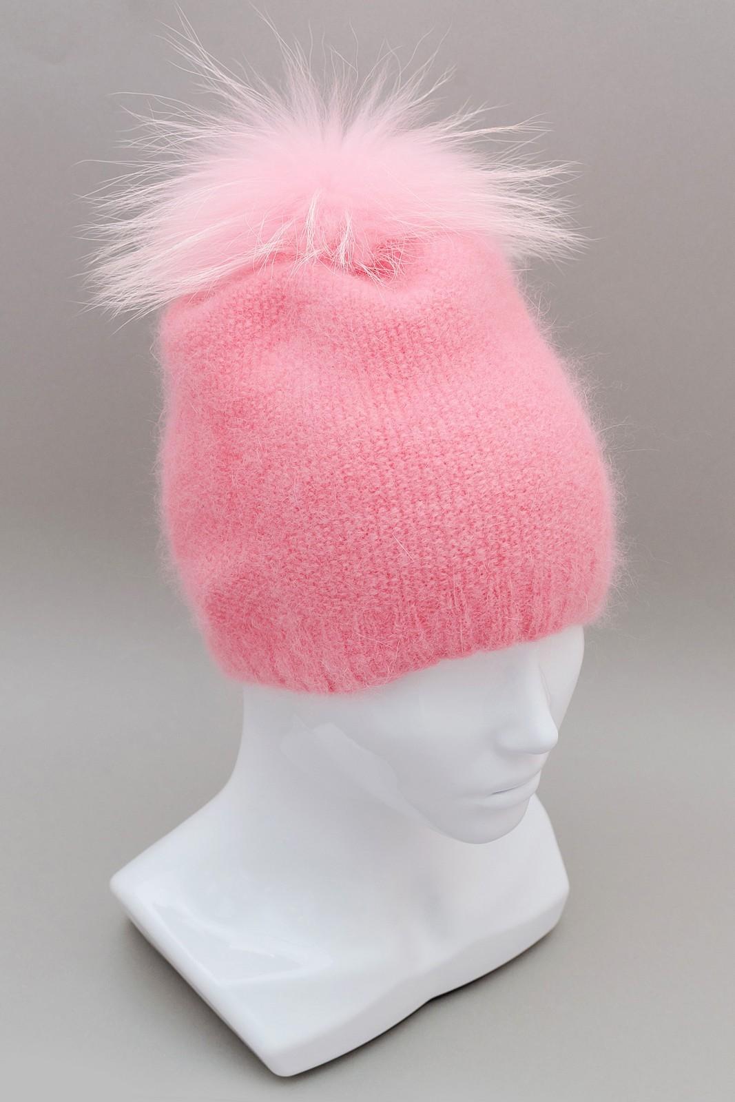 Вязаная шапка-бини из ангоры нежного розового цвета.