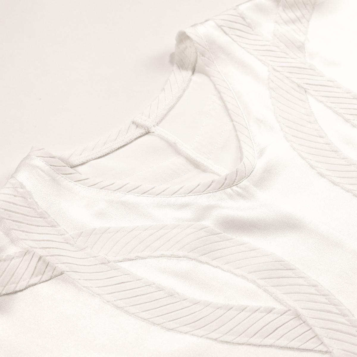 Шелковая блуза декорированная плиссе