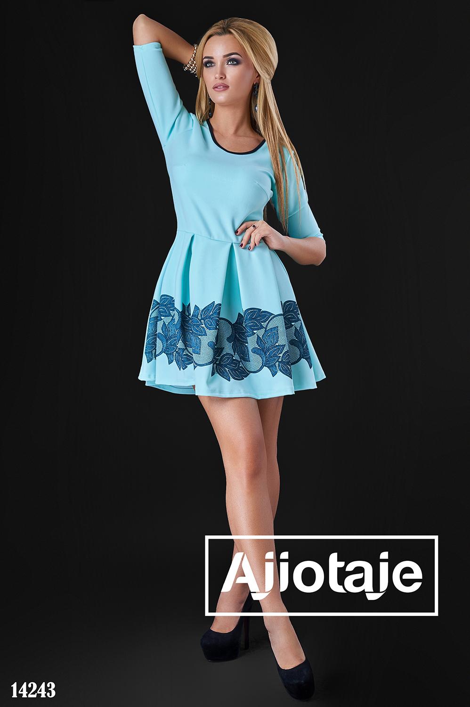 Платье в голубого цвета с юбочкой в складку