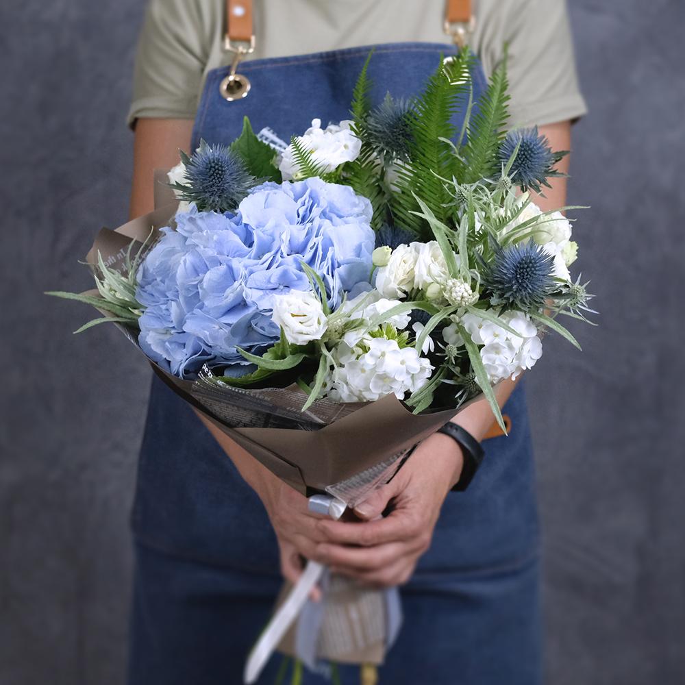 Доставка цветов по Перми заказать онлайн летний букет с голубой гортензией доставка круглосуточно
