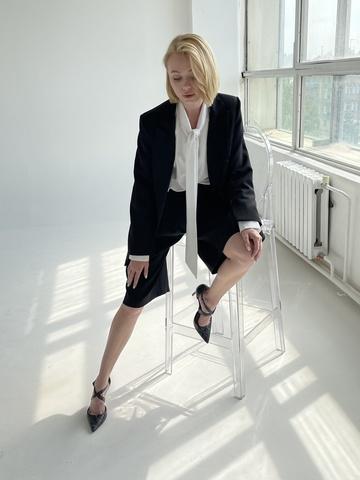 Бермуды свободного кроя - отличная и стильная альтернатива юбки.