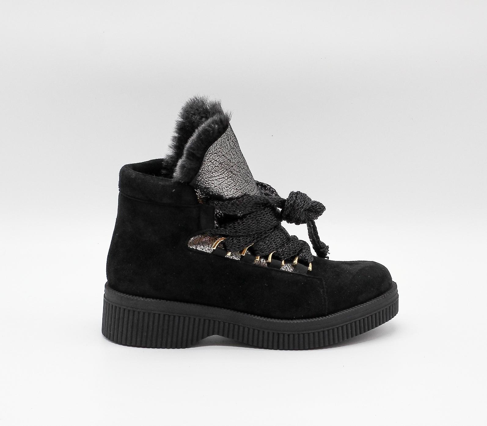 Зимние ботинки из натурального нубука на платформе