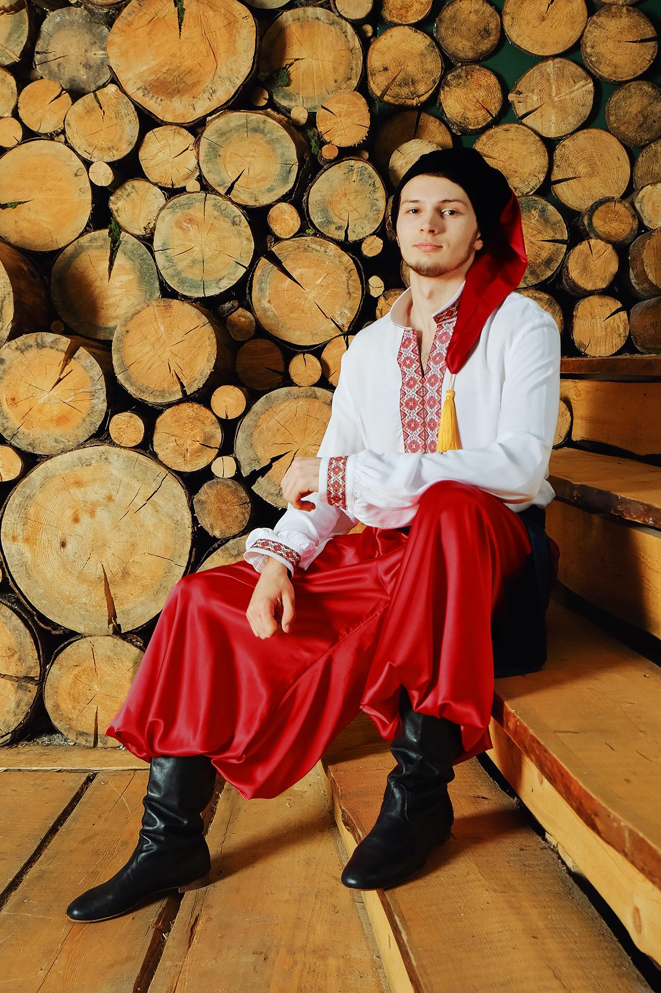 Костюм украинский народный Добрый молодец сидя