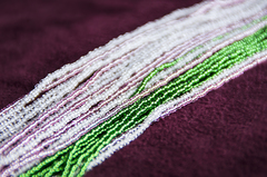 Комплект украшений розово-зеленый (длинные серьги из бисера, бусы из бисера 36 нитей)