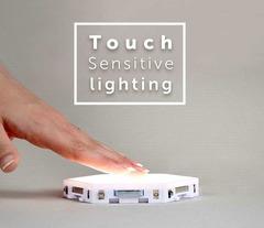 Сенсорное управление настенным светильником