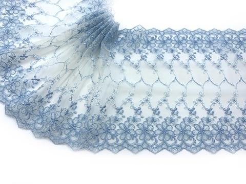Вышивка на сетке голубая/молочная 20 см