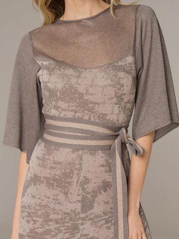 Женское платье серо-коричневого цвета на поясе - фото 4