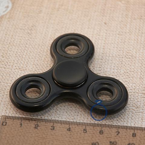 Спиннер классический из пластика с металлическими утяжелителями черного цвета 17001P_black