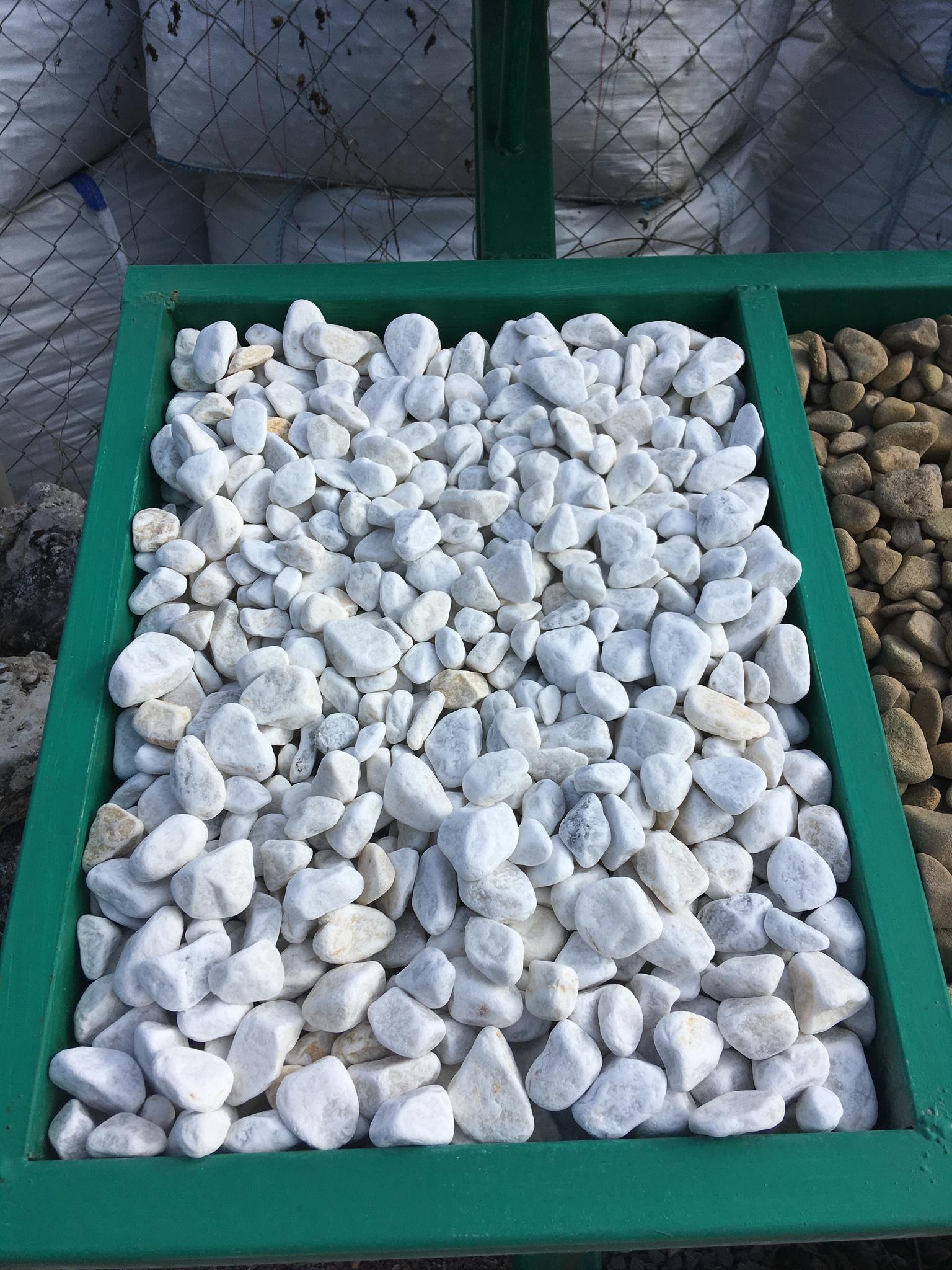 белый щебень галька декоративный образец на карьере 10-20 мм