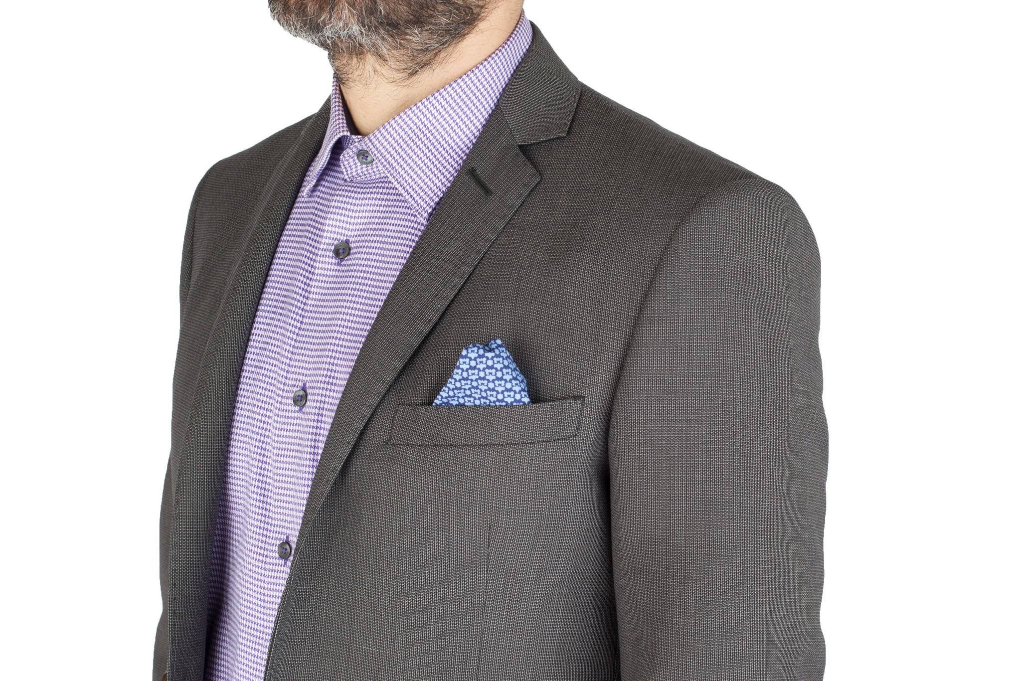 Серый шерстяной костюм, нагрудный карман