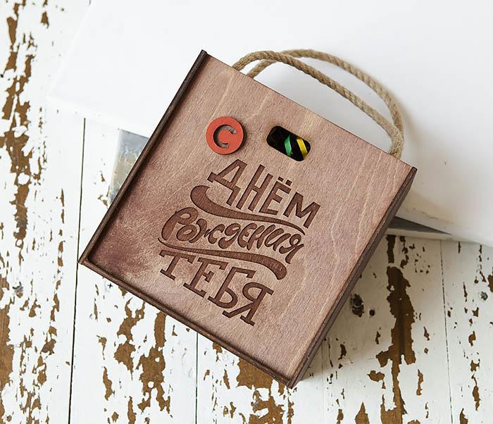 BOX228-3 Деревянная коробка «С Днем Рождения» с веревочными ручками (17*17*10 см) фото 02