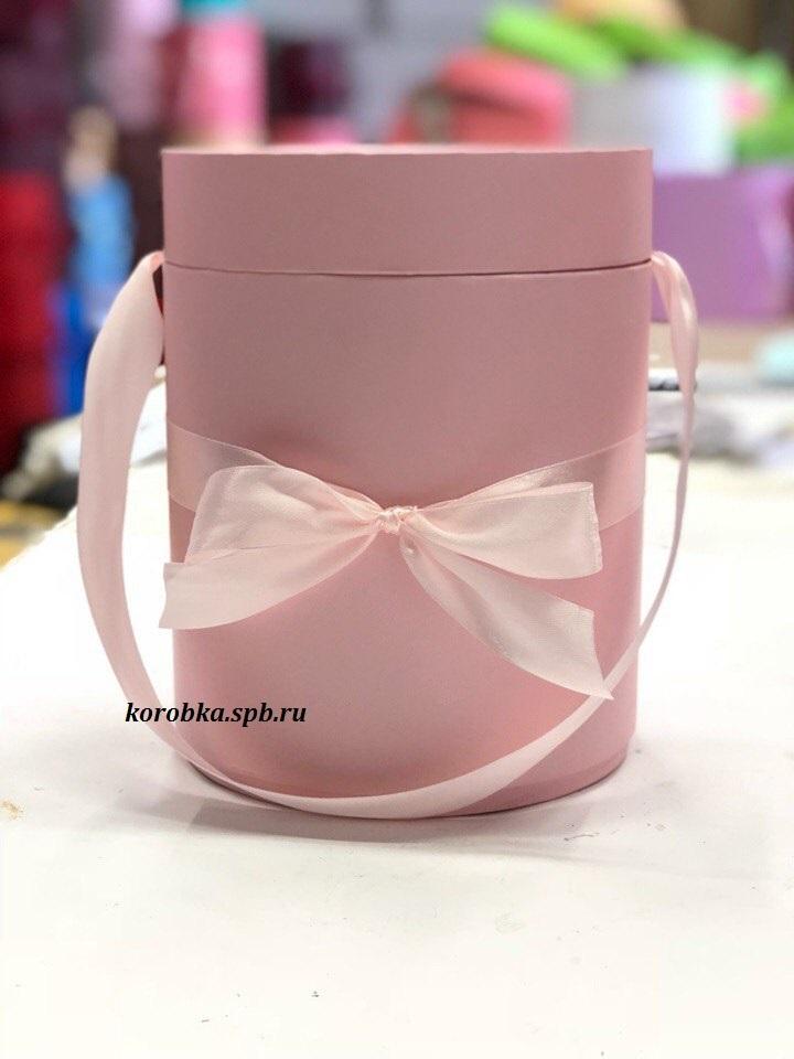 Шляпная коробка D18 см Цвет: нежно розовый  .  Розница 450 рублей .