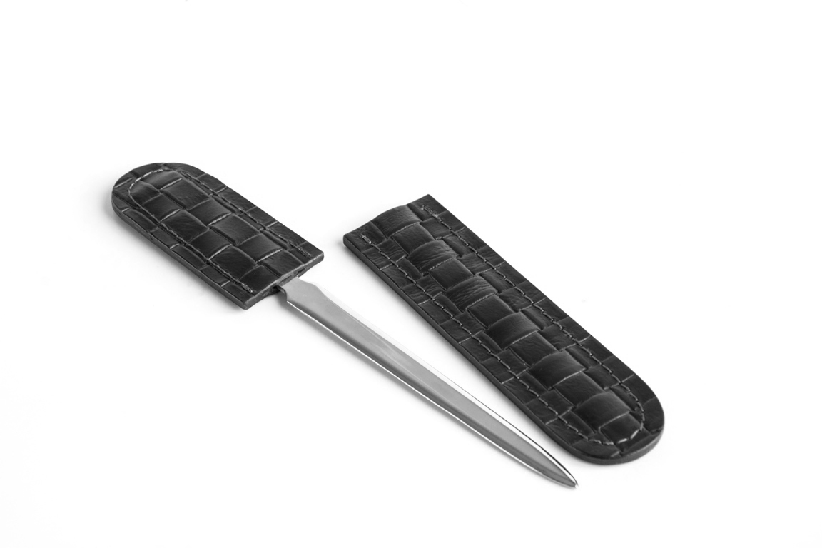 нож канцелярский в ножнах из кожи treccia черная