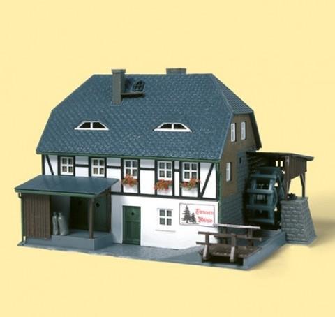 Дом с водяной мельницей