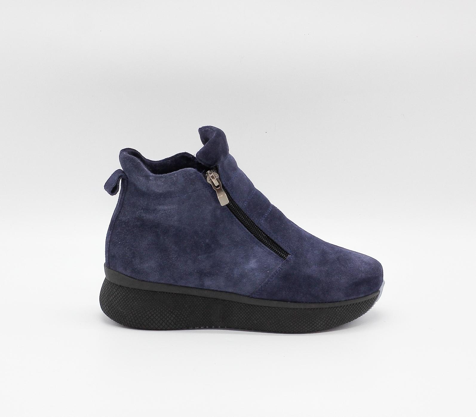 Зимние синие ботинки из натурального велюра на платформе