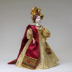 Сувенирная кукла в визитном платье с шарфом