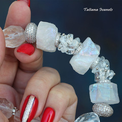 Ожерелье из натурального кварца