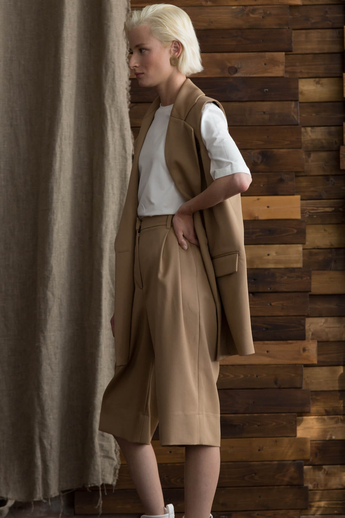 Бермуды из костюмной шерсти удлиненные, кемел