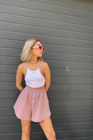 Шорты укороченные цвета розовое латте