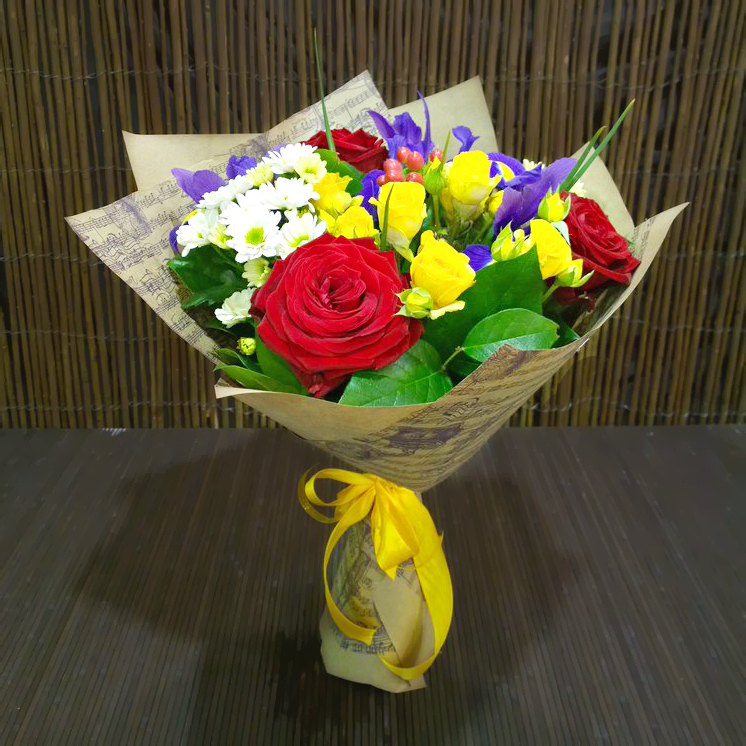 Букет ПОЗДРАВЛЯЕМ розы хризантемы ромашки ирисы красный белый синий желтый