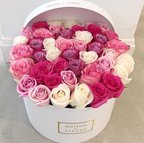 Композиция в коробке из роз нежных оттенков