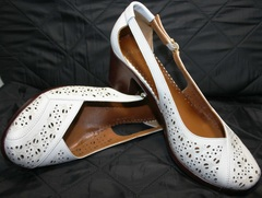 Босоножки на небольшом каблуке Marani Magli 031 405 White.