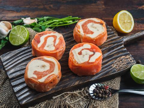 Рулеты из семги с сыром и кедровыми орешками (свежемороженые)