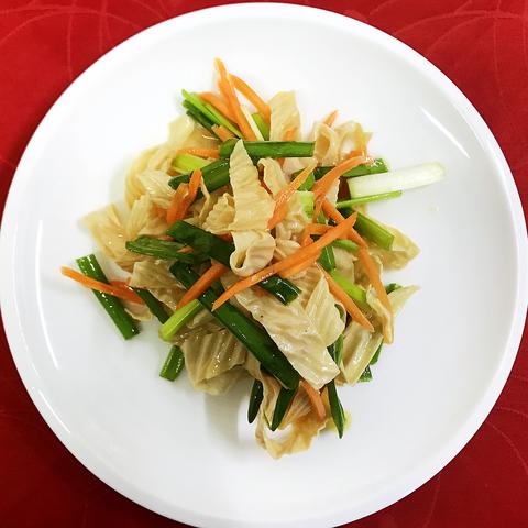Салат спаржа с овощами拌腐竹
