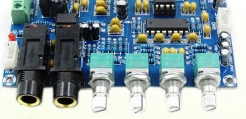 Микрофонный усилитель с эффектом реверберации и караоке
