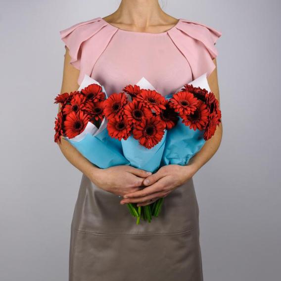 Купить недорогой букет красные герберы гермини большие ромашки Пермь