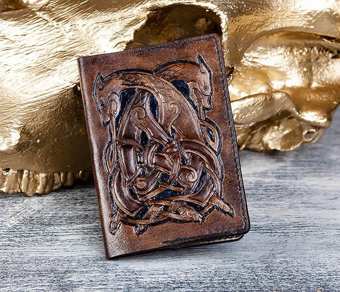 BC183 Обложка на паспорт ручной работы с кельтским орнаментом фото 02