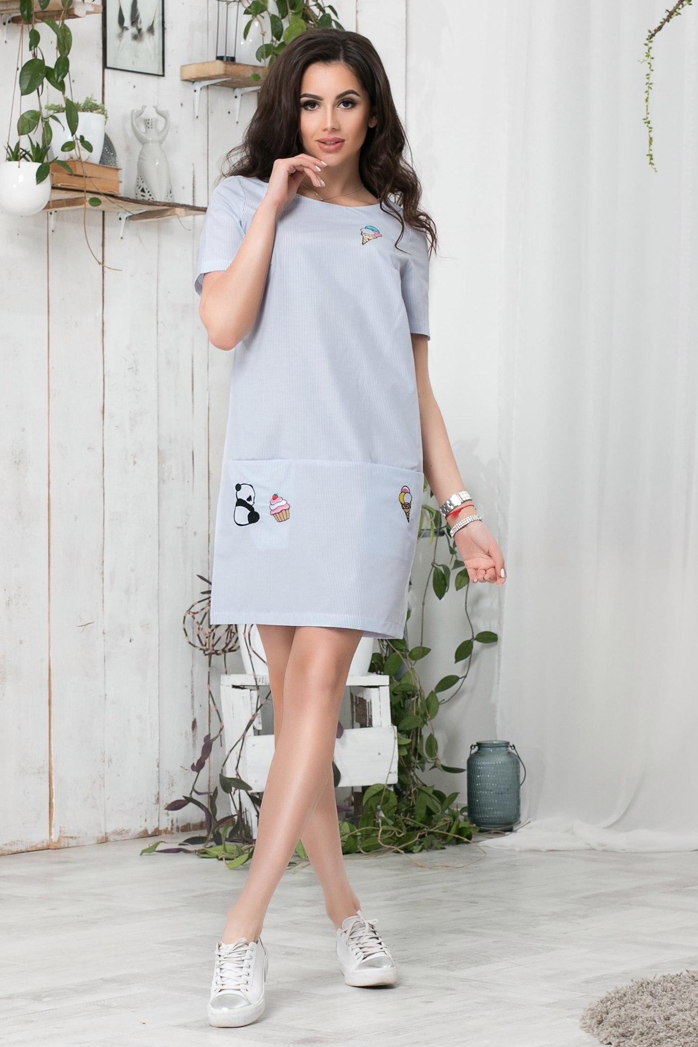 Короткое летнее платье с апликацией, в синюю полоску