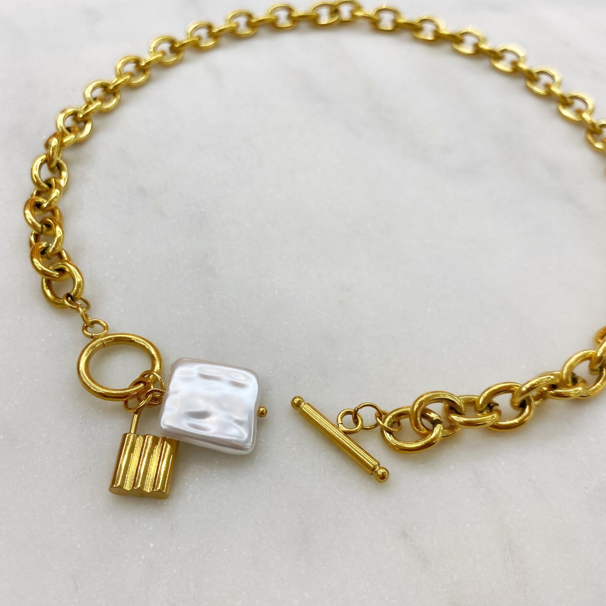 Колье с замком-тогл и квадратной жемчужиной, сталь (золотистый)
