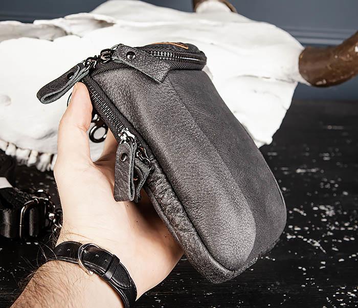 BAG517-1 Кожаная сумка на пояс с ремнем и карабином фото 06