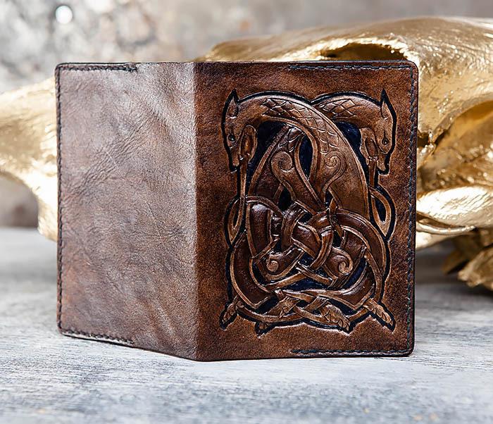 BC183 Обложка на паспорт ручной работы с кельтским орнаментом фото 05
