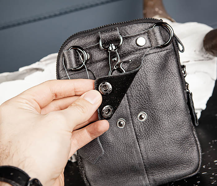 BAG517-1 Кожаная сумка на пояс с ремнем и карабином фото 10