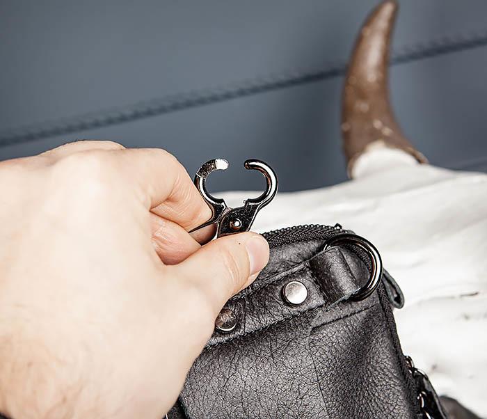 BAG517-1 Кожаная сумка на пояс с ремнем и карабином фото 11