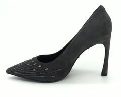 Туфли из натурального велюра на высоком каблуке.