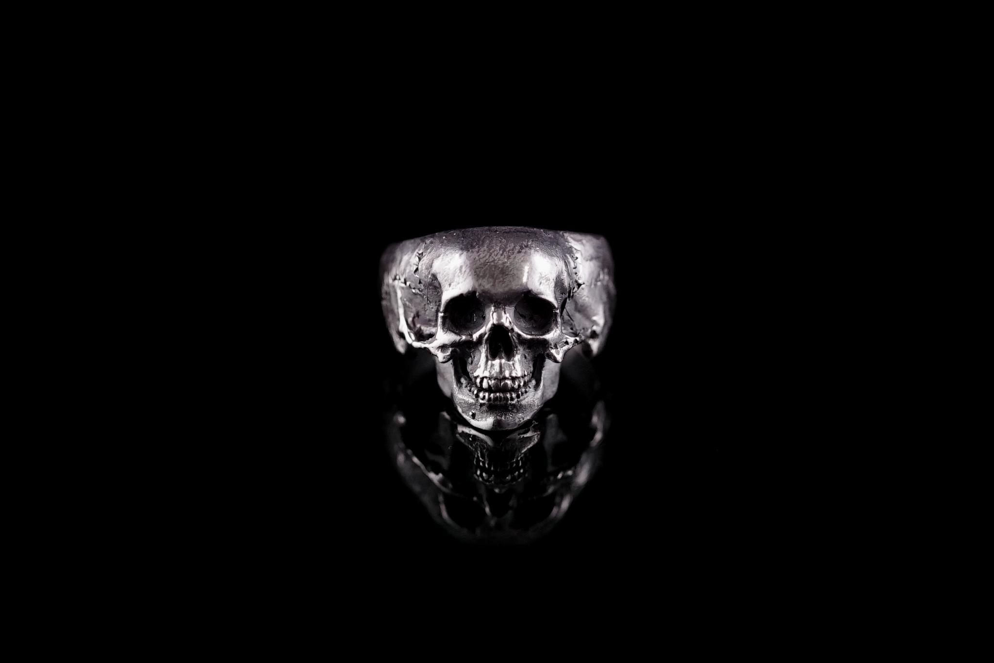 Кольцо с маленьким черепом и нижней челюстью