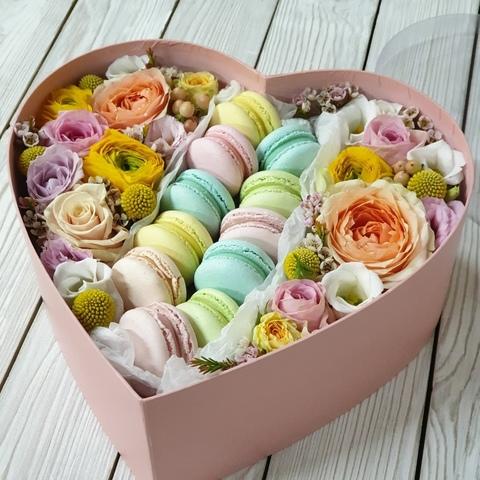 Коробочка в форме СЕРДЦА с Макарон и цветами + ПОДАРОК